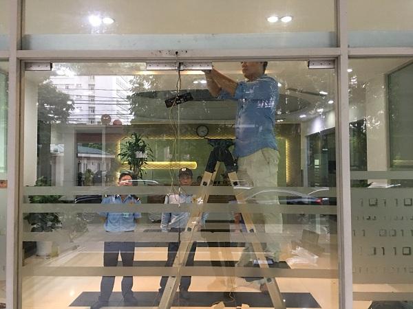Lắp đặt cửa kính tự động tại tòa Technosoft Duy Tân Cầu Giấy