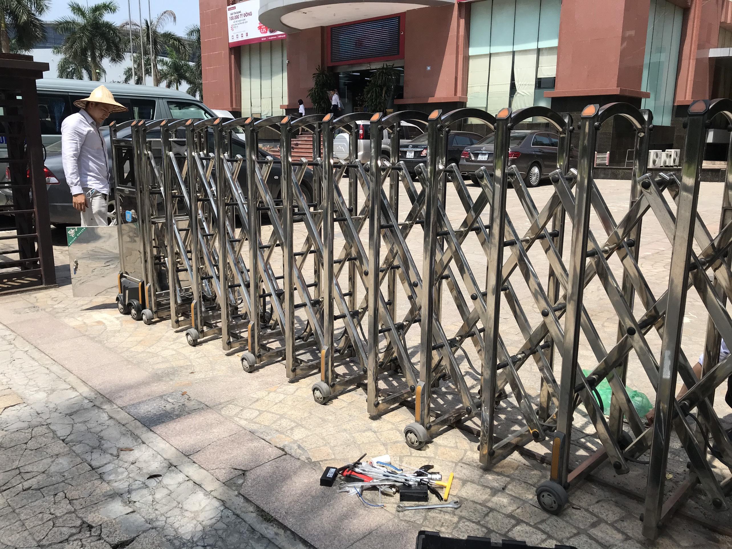 Sửa chữa cổng xếp điện inox 304 – Mô tơ cổng xếp tự động