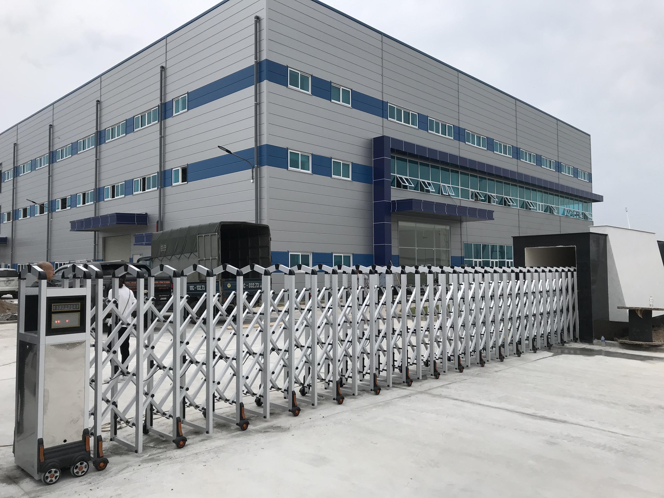 Lắp đặt cổng xếp tự động Nhôm KCN Vsip Hải Dương
